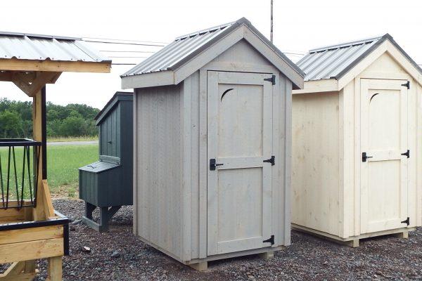 4×4 Outhouse